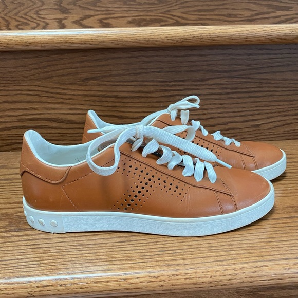 Tod's tan leather sneakers